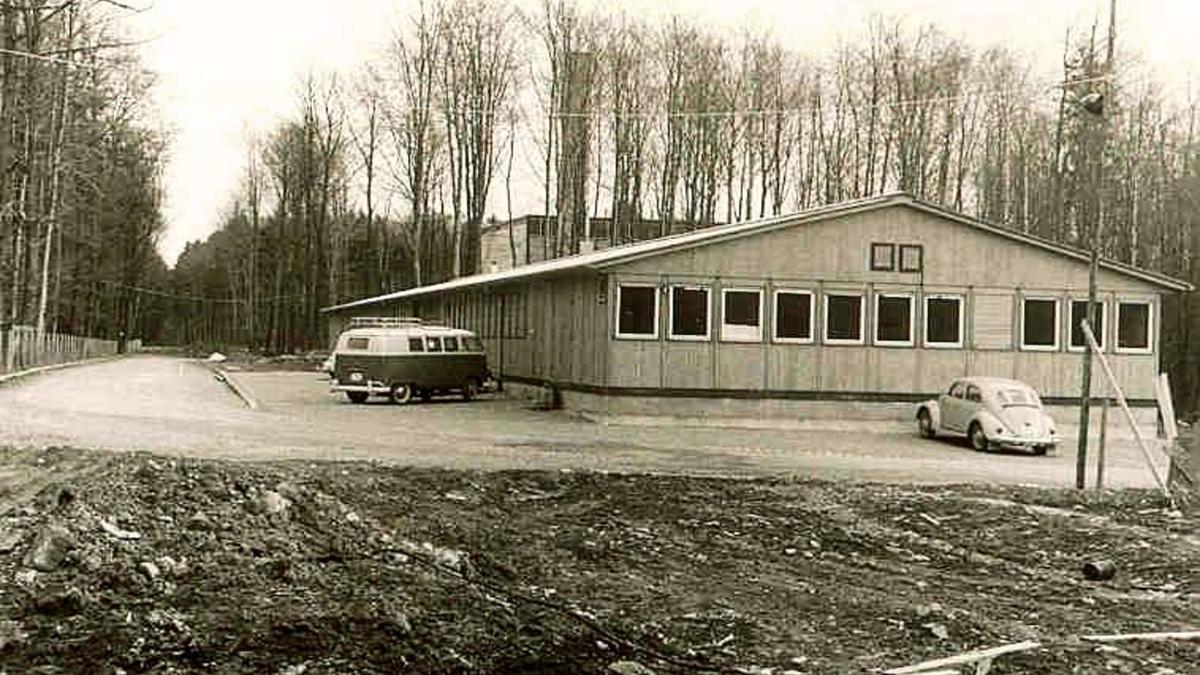 """Errichtung der Baracke (1961) in Stuttgart: Das Institut wurde am 1. April 1961 gegründet durch Prof. Fran Bošnjaković als """"Institut für Thermodynamik der Flugtriebwerke"""". (c)"""