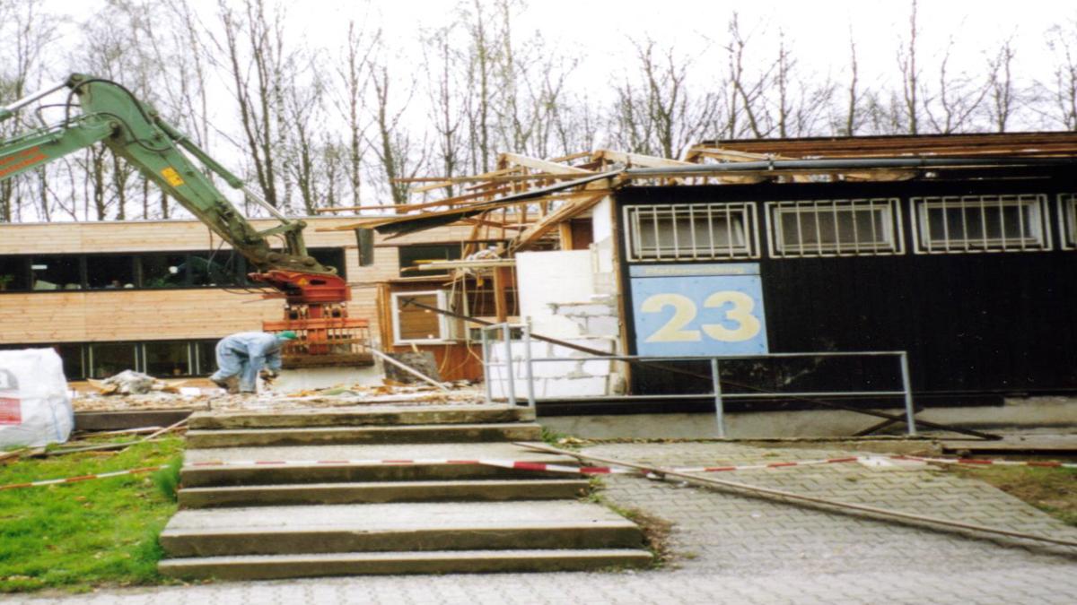 Das Ende der Baracke... im September 1969 erfolgte dann der Umzug in das Gebäude Pfaffenwaldring 31. (c)